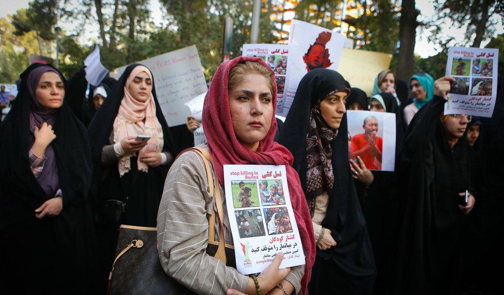 تجمع دانشجویی در اعتراض به وضعیت میانمار. (مهر/ اصغر خمسه)
