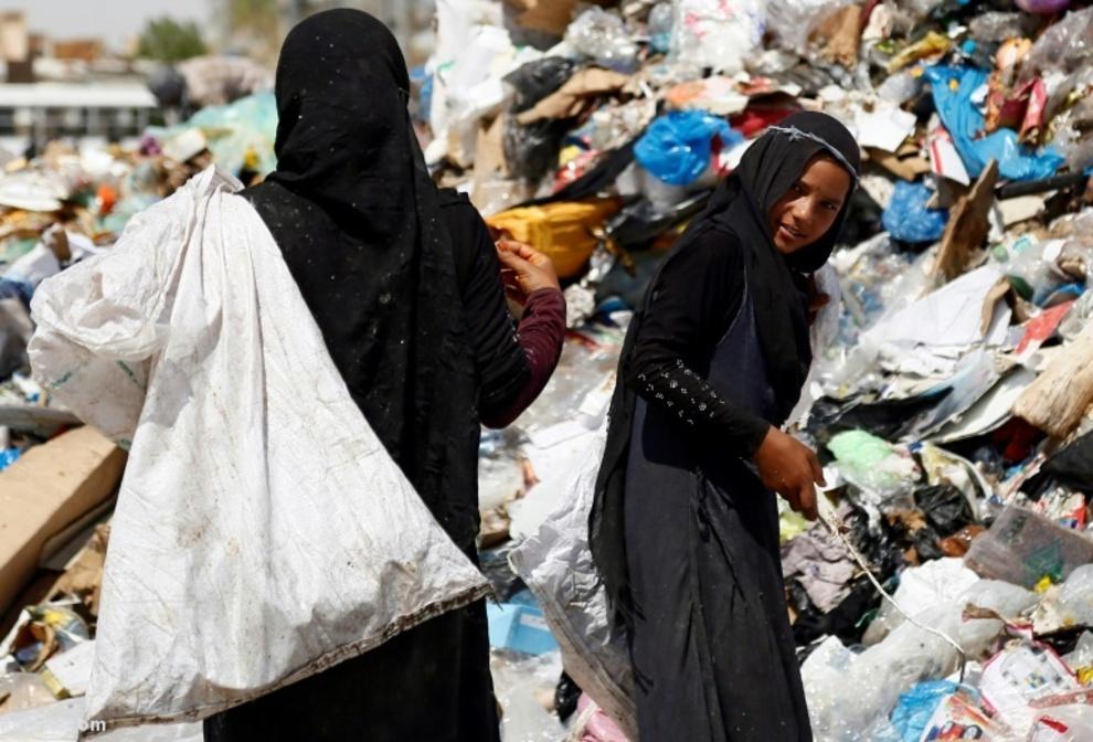 در جستجوی مواد قابل بازیافت میان زبالهها در نجف