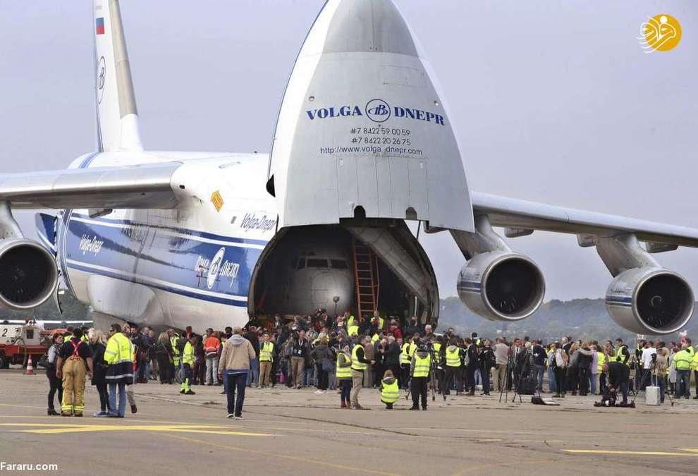 ورود هواپیمای بوئینگ ۷۳۷ لوفتهانزا به فرودگاه فریدریش هافن ایالت بادن - وورتمبرگ. این هواپیما در حال حاضر در موزه فنی دورنیر نگهداری می شود.