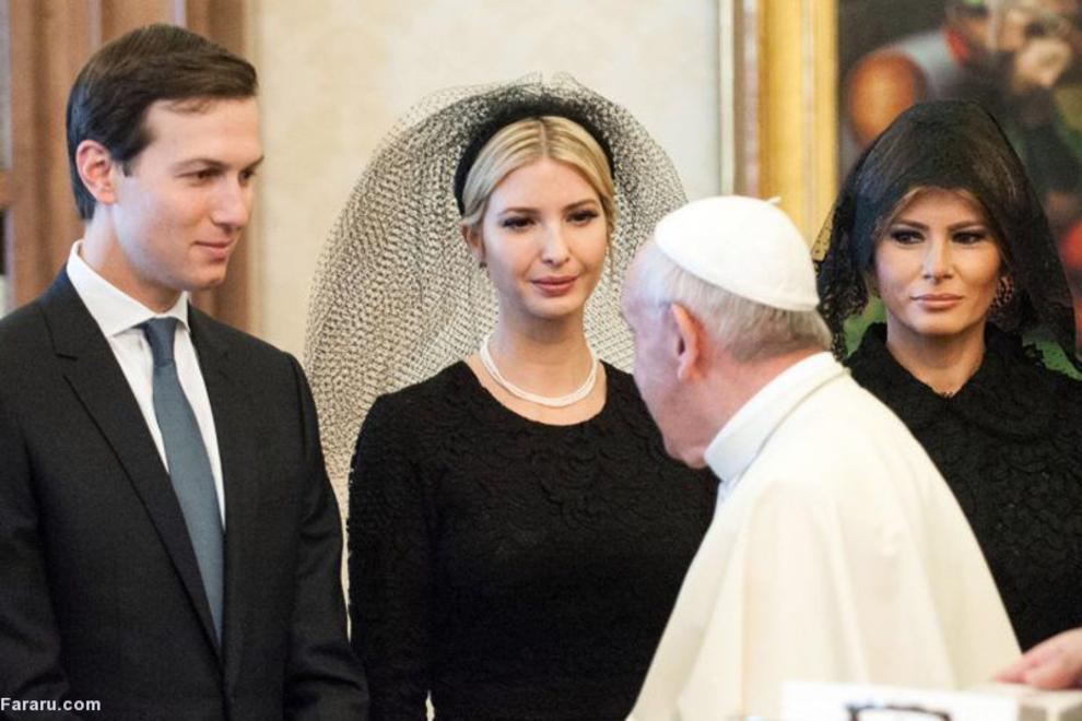 ایوانکا در کنار همسرش و ملانیا ترامپ در دیدار با پاپ؛ ایوانکا یک مسیحی پروتستان بود ولی در سال ٢٠٠٩ میلادی پس از گروییدن به دین یهودیت با جرد کوشنر، پسر یک ساختمانساز یهودی - آمریکایی، ازدواج کرد.