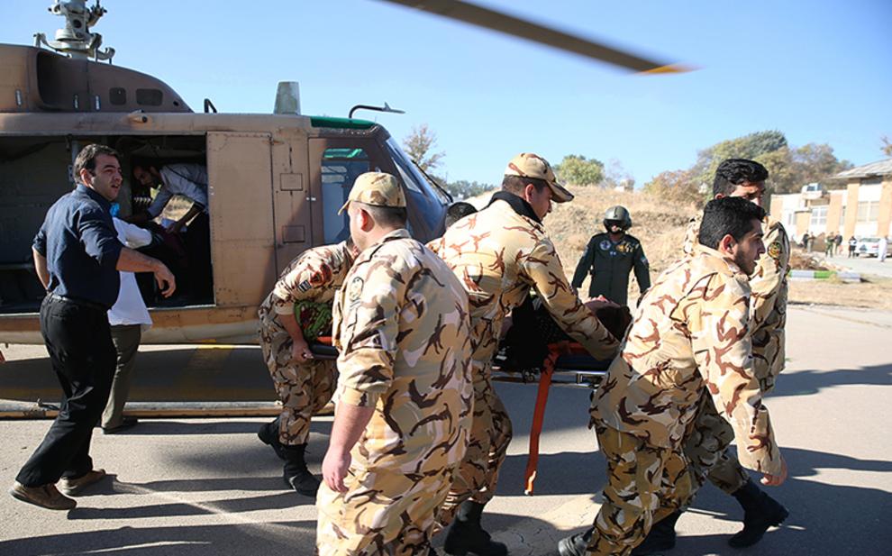 (تصاویر) امداد رسانی ارتش به زلزله زدگان