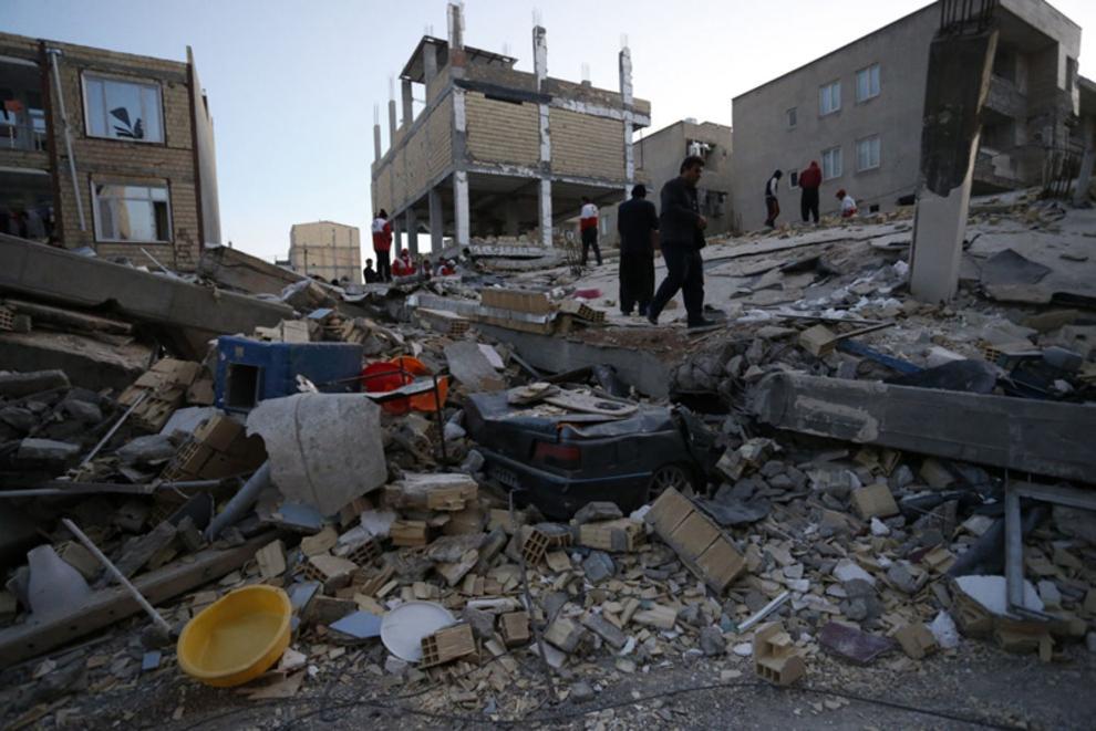 خانه های تخریب شده در نتیجه زلزله در ایران(اسوشیتدپرس)