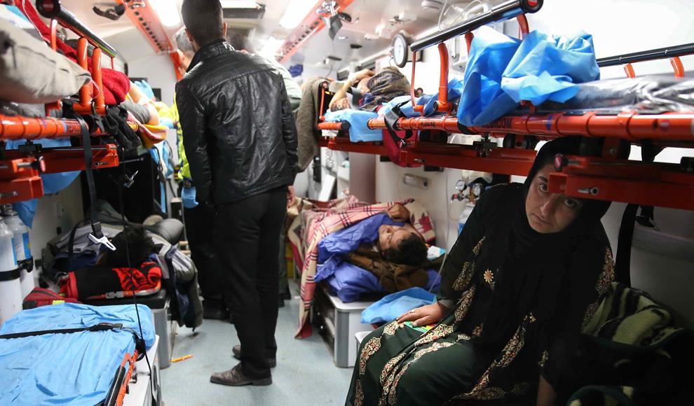 وضعیت روستاهای غرب کشور در نخستین شب پس از زلزله کرمانشاه. (مهر/مجید عسگری پور)