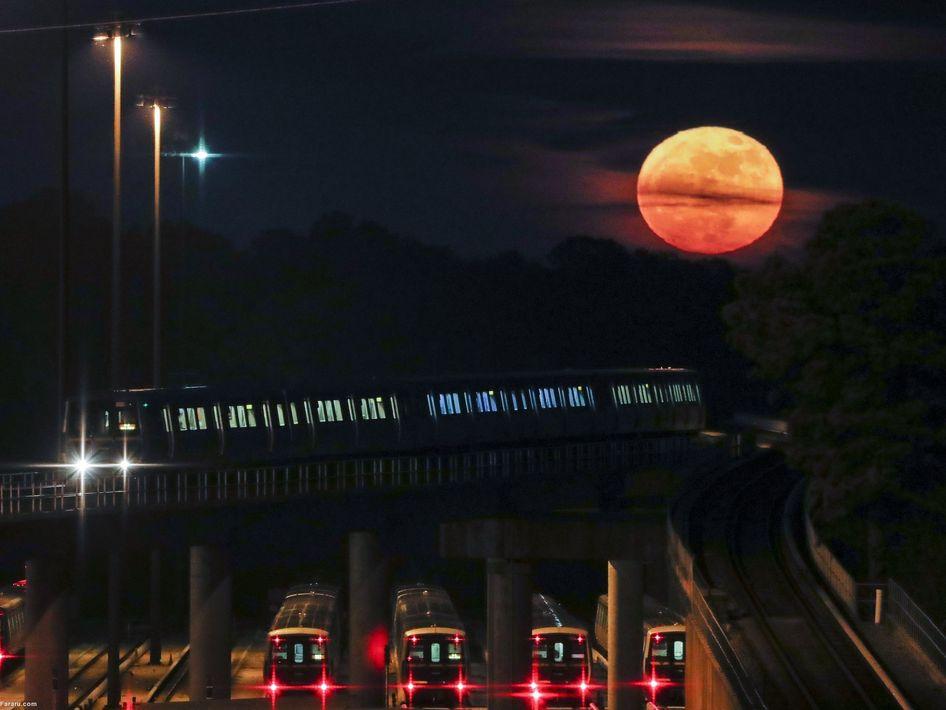 ابرماه در مقابل قطار در حال حرکت در جورجیا