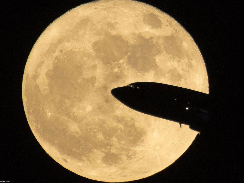 هواپیما مقابل ابرماه در واشنگتن