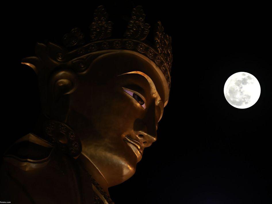 ابرماه در نزدیکی مجسمه بودا در میانمار