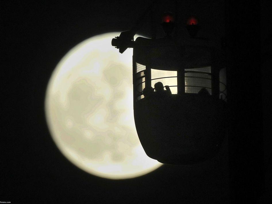 ابر ماه در پارک تفریحی توکیو