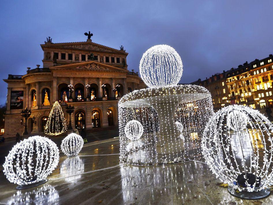 نورپردازی در مقابل اپرای قدیمی فرانکفورت