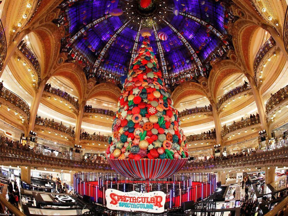کریسمس در فروشگاهی در پاریس