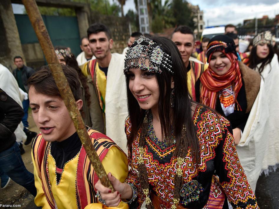 طرفداران یکی از رهبران کرد - دمیرتاس- در ترکیه مقابل دادگاه. (ای اف پی)