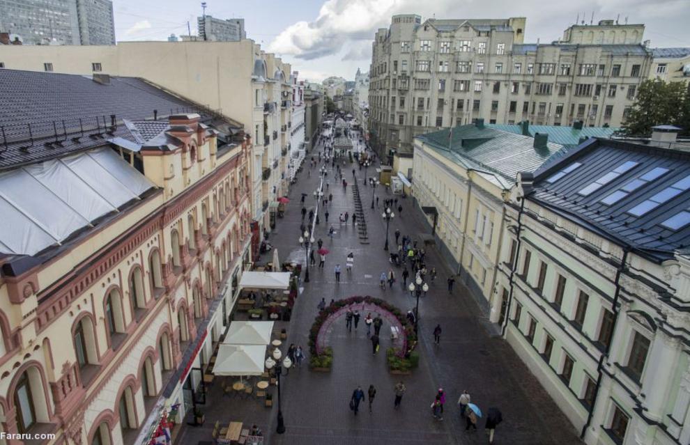 عابران در خیابان آربات در مسکو سال 2016