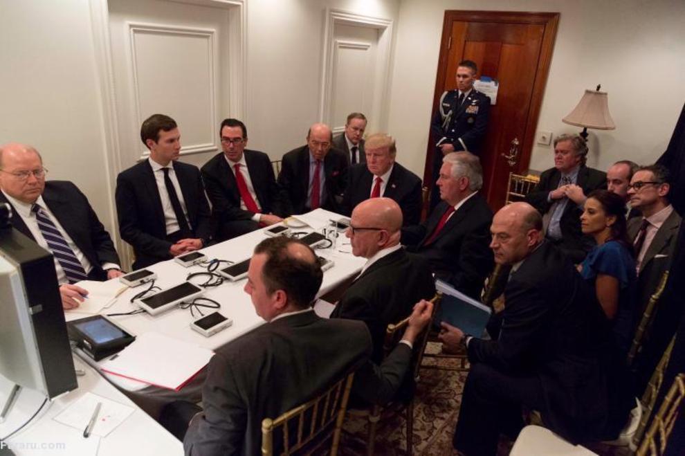 جلسه ترامپ با تیم امنیتی از طریق ویدئو کنفرانس امن ویدئو، پس از حمله موشکی به سوریه