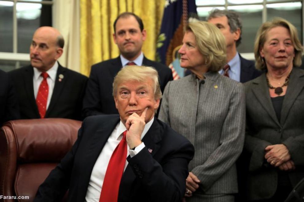 رئیس جمهور ترامپ در مراسم امضای قانون گمرکی  در دفتر بیضی کاخ سفید