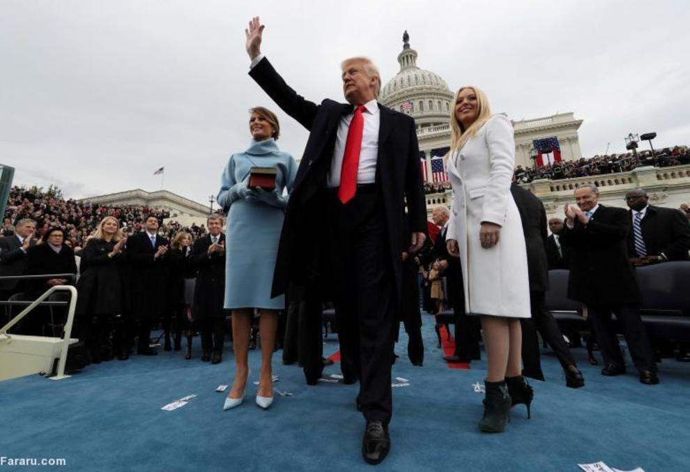 دونالد ترامپ، همسرش (ملانیا ترامپ) و دخترش (تیفانی ترامپ) پس از ادای سوگند در مراسم تحلیف ریاست جمهوری