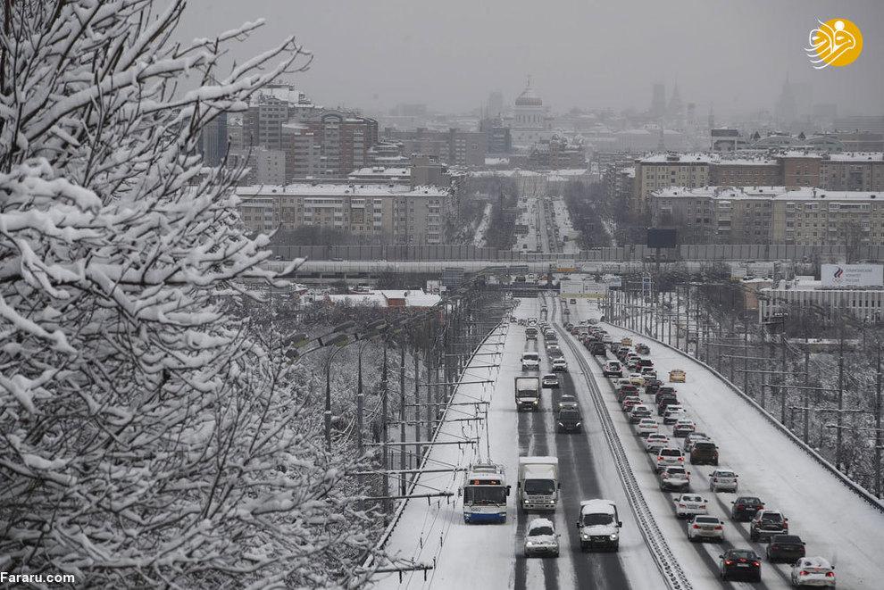 (تصاویر) میدان سرخ مسکو سفید پوش شد