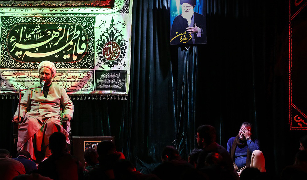مراسم شب خاطره مبشر صبح در حسینیه جماران. (علی خارا/فارس)