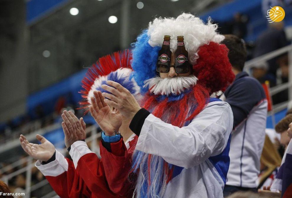 هواداران در زمان بازی هاکی بین چک و سوئیس در  بازی های المپیک زمستانی.