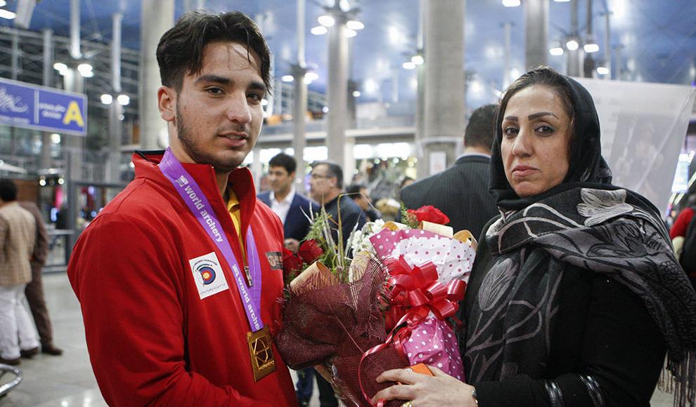 کمپ اسکان و اعزام هلال احمر در محل سقوط هواپیما. (محمد خادم الشیخ/ میزان)