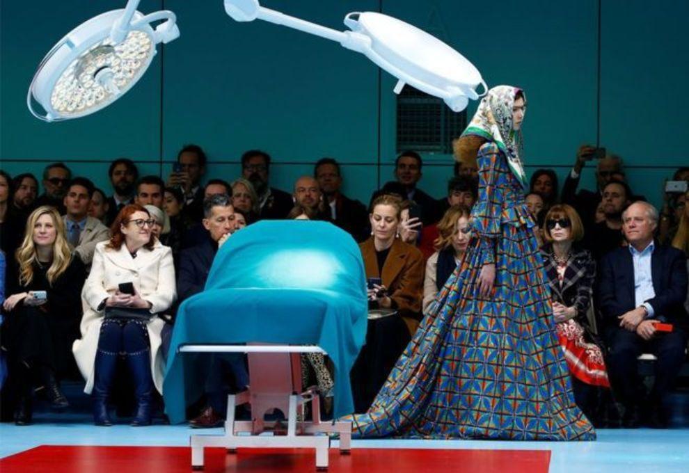 از جمله شرکت کنندگان در این نمایش، آنا وینتور، ادیتور مجله ووگ (با عینک آفتابی) بود