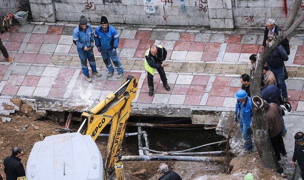 فرونشست زمین در خیابان مولوی تهران