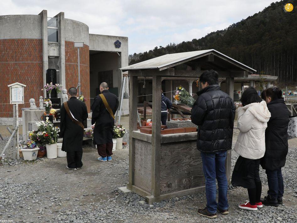 دعای راهبان بودایی در هفتمین سالگرد سونامی. (ایی پی ای)