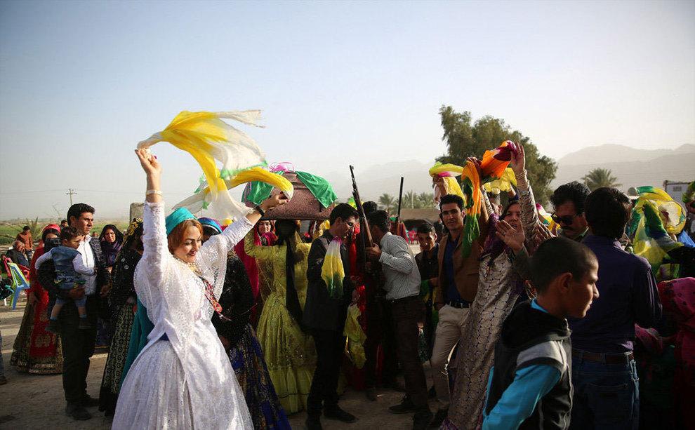 رقص و شلیکهوایی در جشن شیربهای عشایر