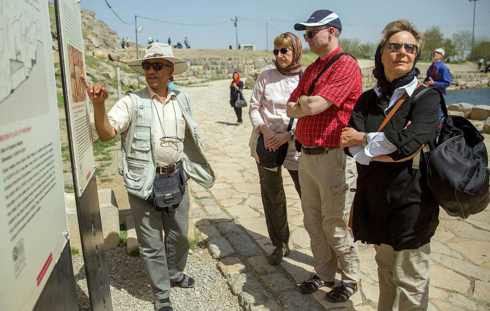 حضور گردشگران نوروزی در شهر تاریخی بیستون / نوروز97