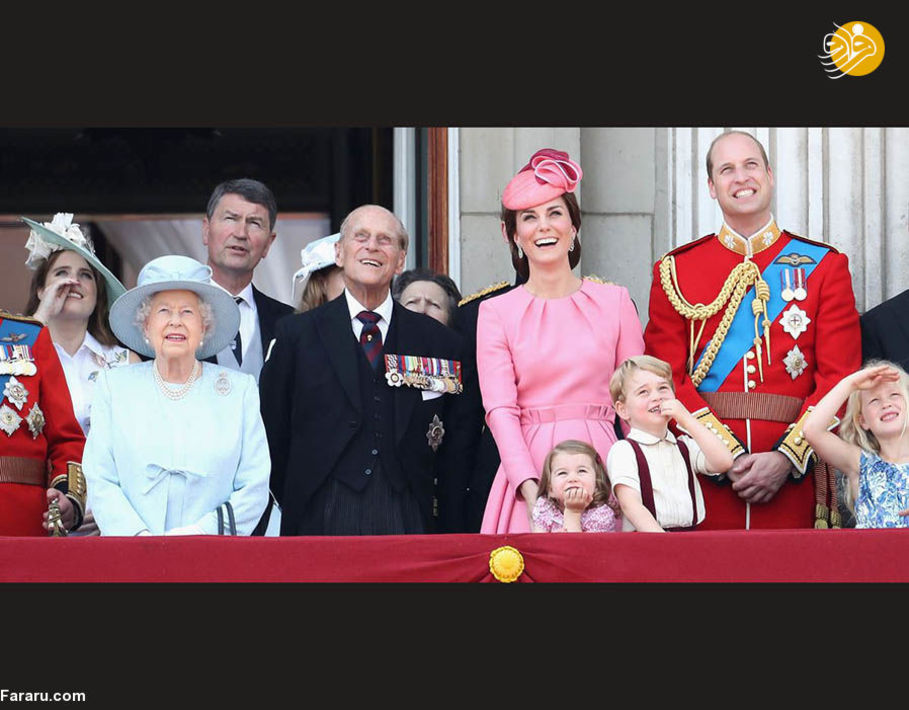 خاندان سلطنتی در ایوان کاخ سلطنتی