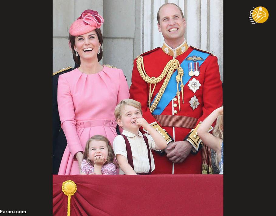 دوک و دوشس کمبریج با فرزندانشان در ایوان کاخ سلطنتی