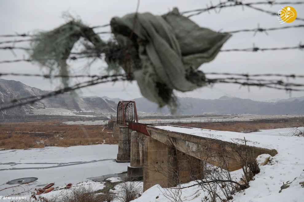 پل یخ بسته در روی روخانه یالو در مرز چین و کره شمالی