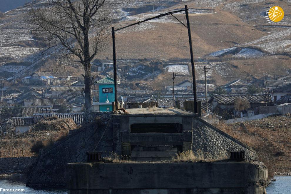 مرزبانان کره شمالی در شهر سینوئیجو این کشور در مرز چین