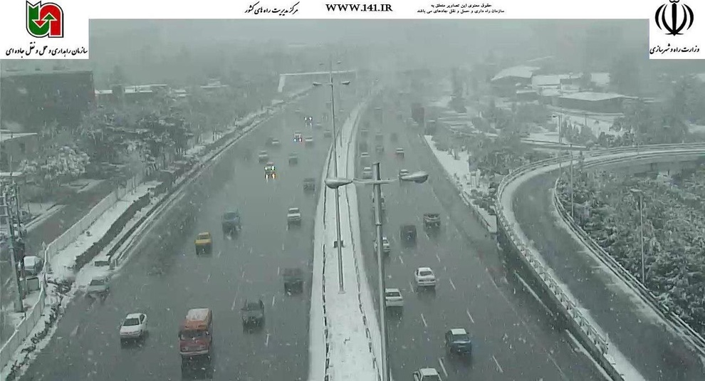 بارش برف در آزادراه تهران-کرج، 27 فروردین ساعت:09:30