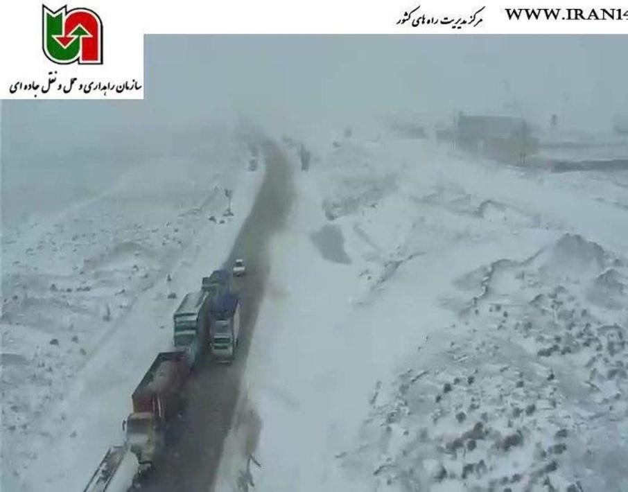 بارش برف با ترافیک در محور بوئین زهرا استان قزوین، 27 فروردین ساعت:09:30