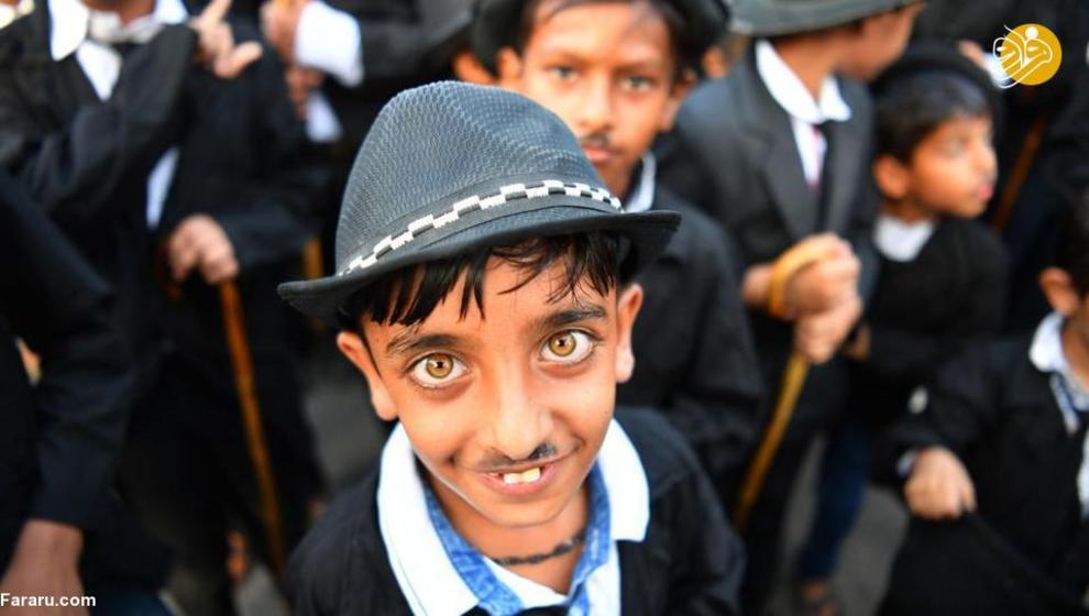 (تصاویر) رژه چارلی چاپلینهای هندی|2803325