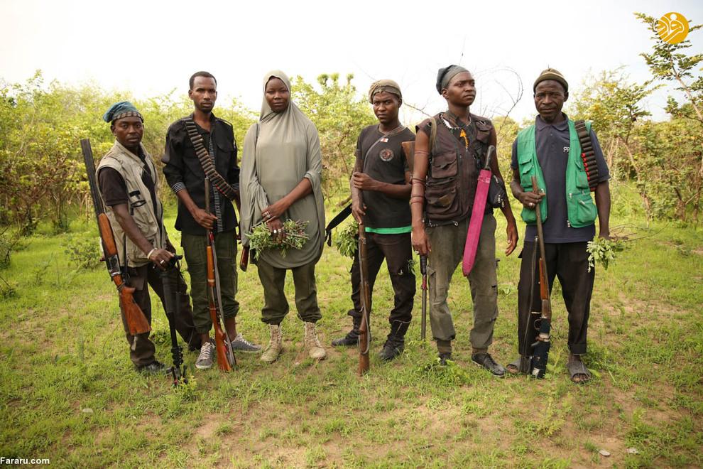 شکارچیان میدان جنگ را بهتر از هر کسی میشناسند، به طوری که ارتش از آنها برای پیدا کردن تروریستهایی که آنجا پنهان هستند، استفاده میکند.