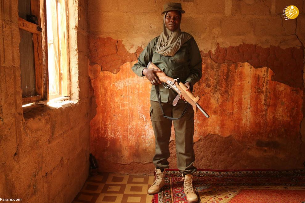 شکارچیان در جنگ علیه بوکوحرام عمدتا از سلاح های محلی استفاده میکنند