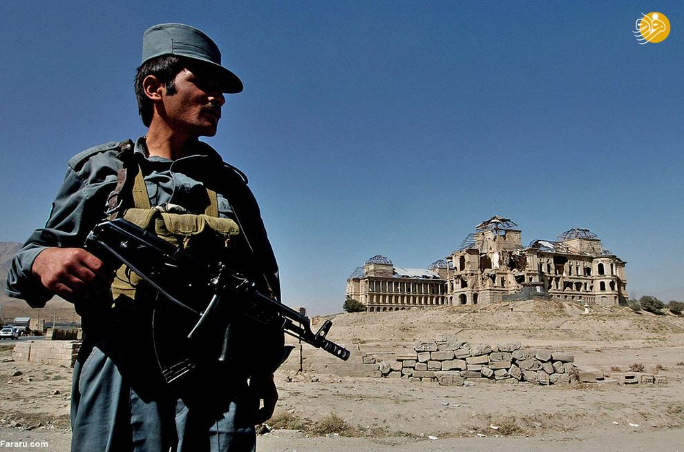 پلیس افغان در ایست بازرسی در نزدیکی کابل