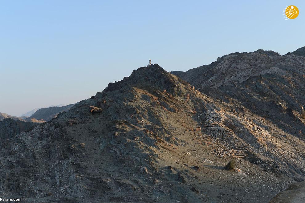 پلیس محلی افغانستان در نزدیکی پایگاه نظامی در ولایت ننگرهار