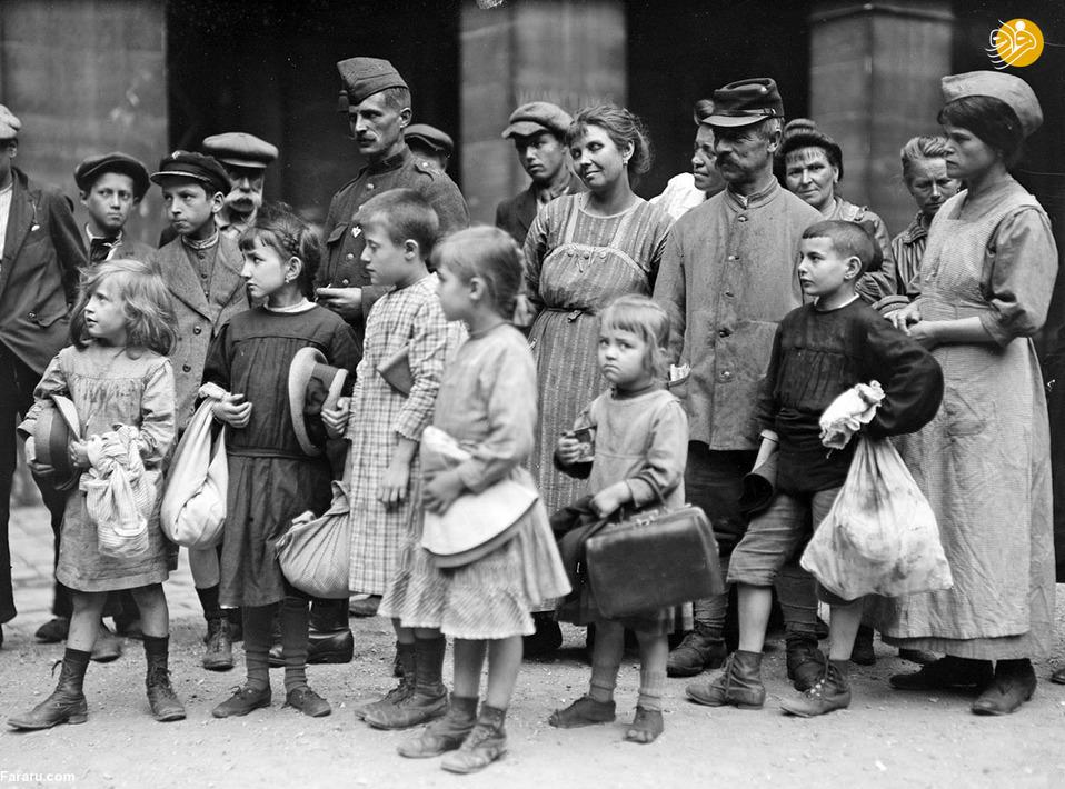گروهی از کودکان پناهنده در سال 1918 که تحت حمایت یک سازمان فرانسوی قرار گرفته اند