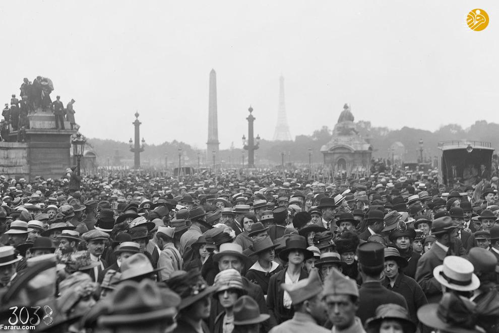 تجمع فرانسویها در پاریس برای تماشای رژه سربازان آمریکایی