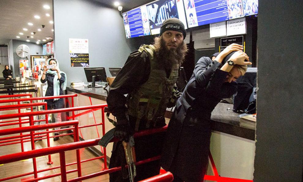 فیلم حجوم داعشیهای حاتمی کیا به یک مرکز خرید و وحشت و اعتراض مردم