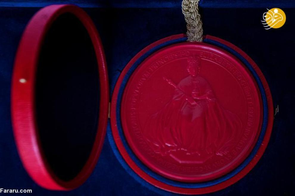 مدالی که به عروس و داماد بعد از ازدواج داده میشود