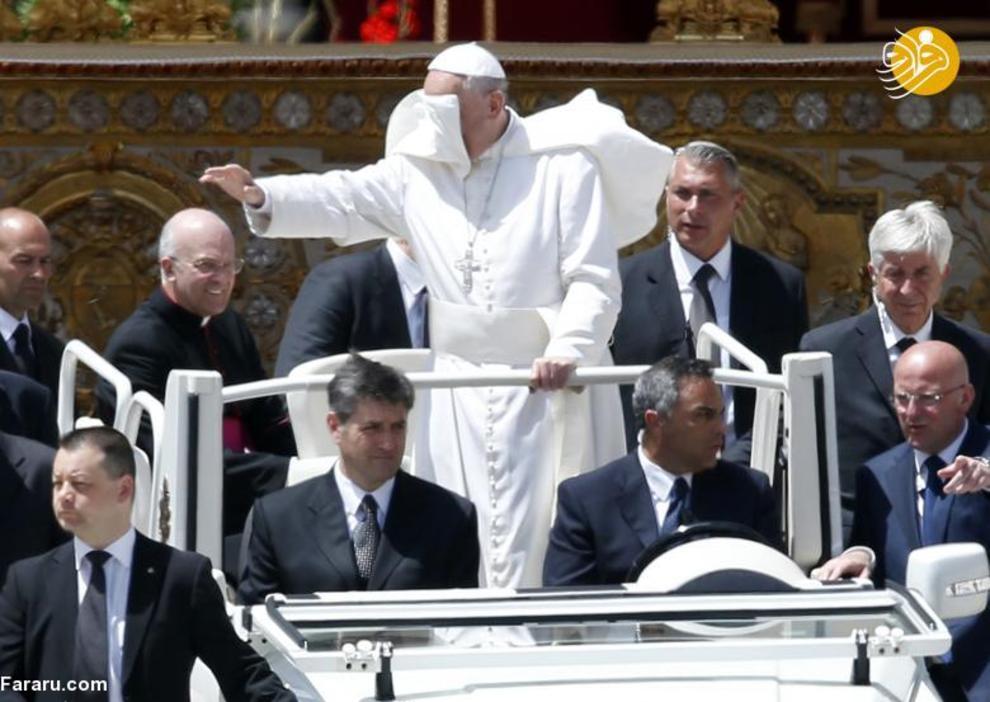 پاپ در می ۲۰۱۳ در میدان سنت پیتر واتیکان