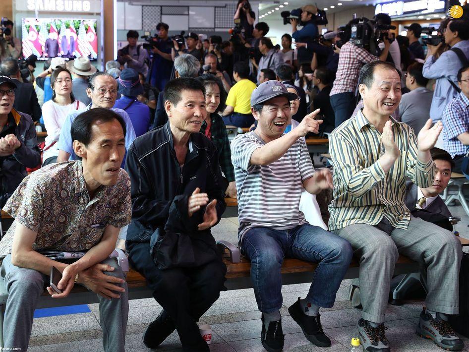 شادی مردم کره جنوبی در ایستگاه راه آهن سئول در پی مذاکرات ترامپ و اون