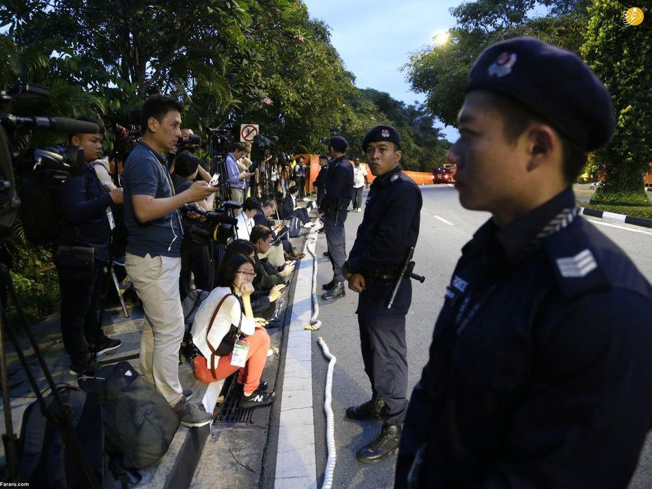 تجمع خبرنگاران در مقابل هتل کاپلا در سنگاپور