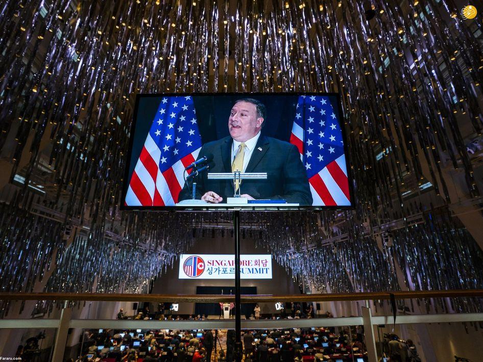 تصویری از وزیر امور خارجه آمریکا، مایک پومپو در یک مانیتور تلویزیونی در سنگاپور
