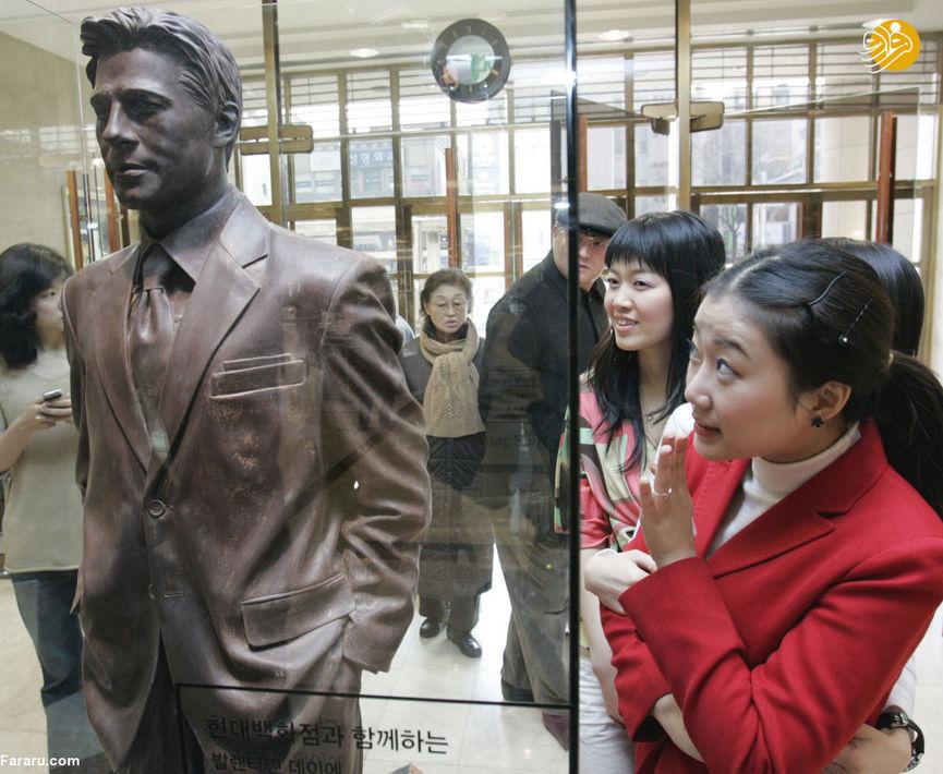 مجسمه شکلاتی برد پیت در فروشگاه هوندای سئول