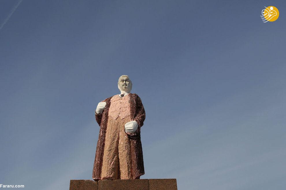 مجسمه شکلاتی 3 متری ولادیمیر لنین ساخت رومانی