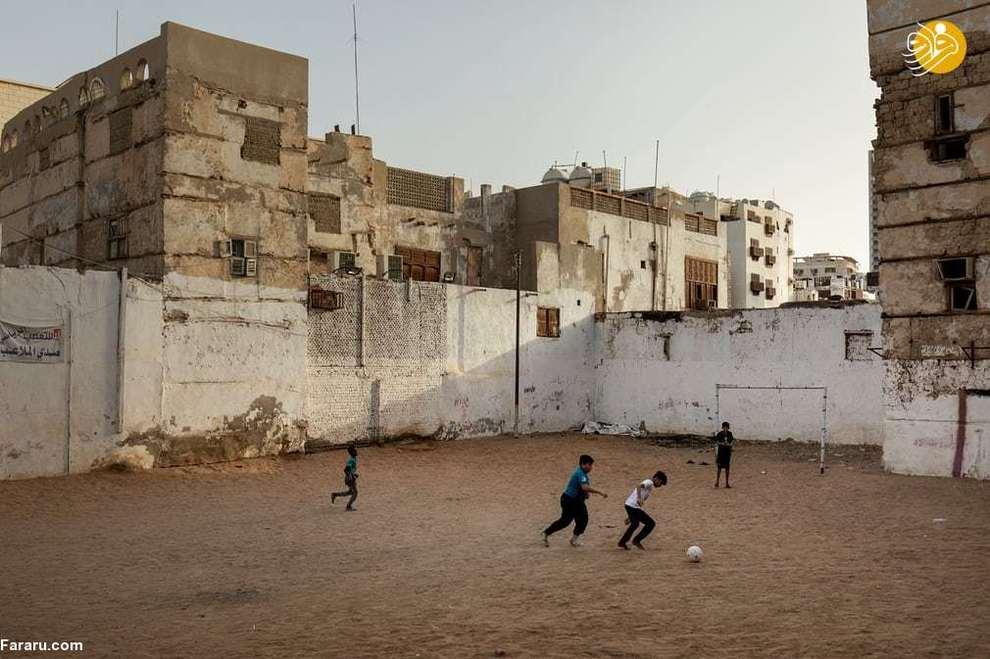 بازی فوتبال پسر بچه ها در البدل، جده