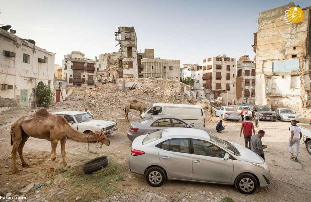 شترها و ماشینها در میان آوار ساختمانهای جده